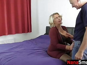 Mature wife invites neighbor for anal sex
